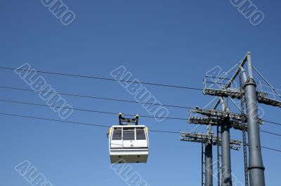 Cable car going up to the mountain