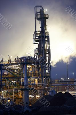 Oil refinery with steam