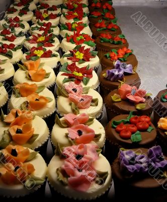 Cupcakes with Floral Frosting
