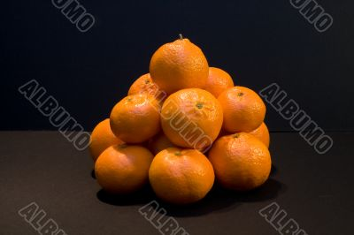 Pile of oranges and tangerines.