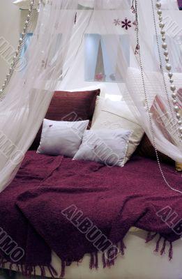 Round bed