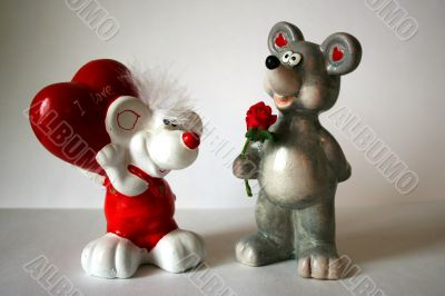 statuette mouse and love