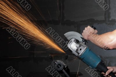 Circular metal cutter and sparks