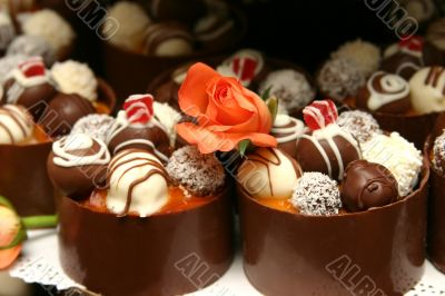 Miniature wedding desserts.
