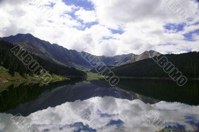 Mirror lake in Colorado
