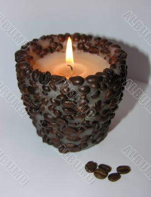 aromatic candle and coffe grains