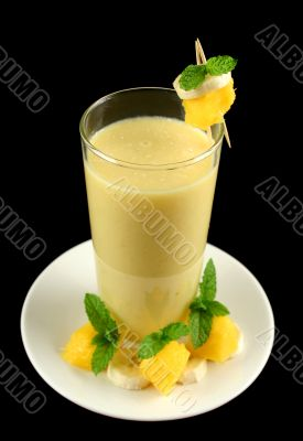 Banana And Mango Smoothie 1