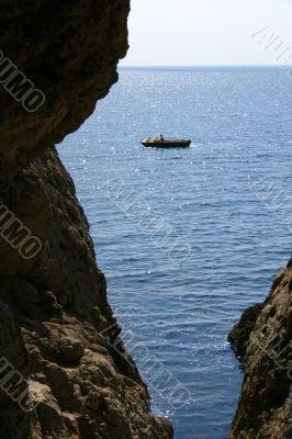 motorboat sails seaborne
