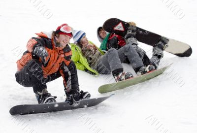 Group of sports teenagers snowborders