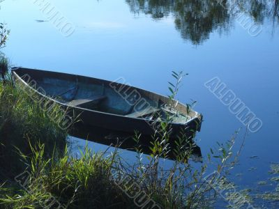 Little fishmans boat on the river