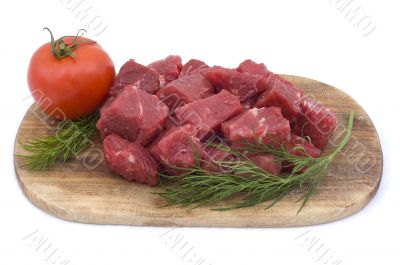 Raw beef with tomato and dill
