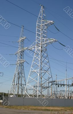 Electricity supply pylons