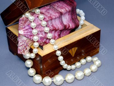 The Pearl and small box.