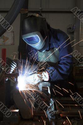 Welding welding a metal part in an industrial environment