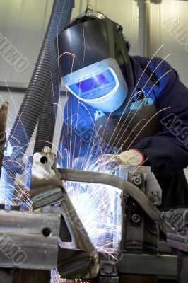 Welder manufacturing a car part