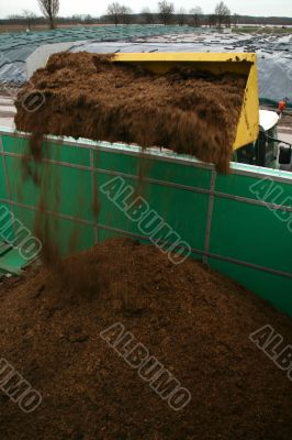 Tractor charges biogas plant