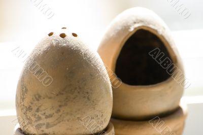 Ceramic salt and pepper shakers suite
