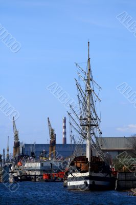 Sailing ship at the port take off mast.