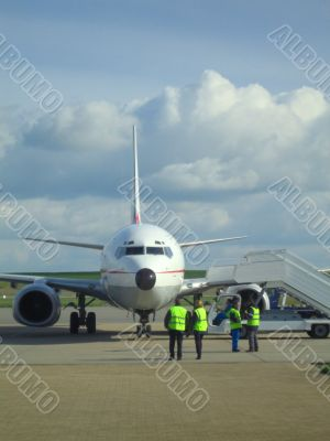 Airliner Boeing 737 arriving on tarmarc