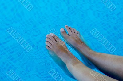 feet refreshing in swimming pool