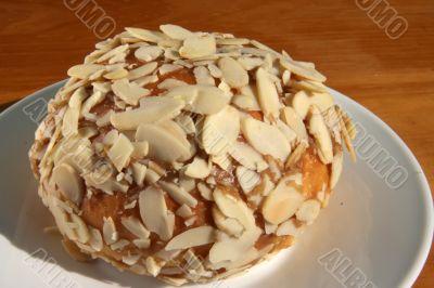 Almond flake bun