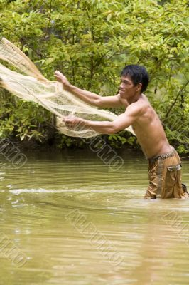 Fishing with throw net