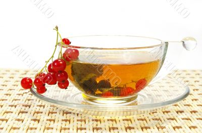 Currant and tea in a transparent cup