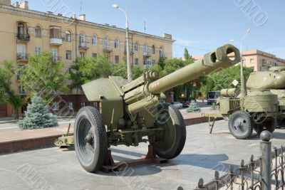 Large-caliber army gun - the Howitzer.