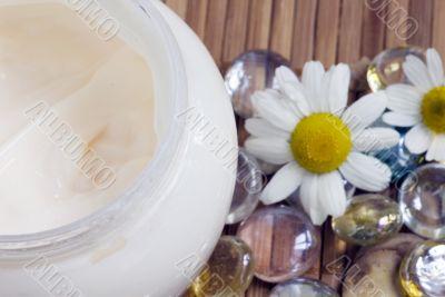 Chamomile and face cream - natural body-care