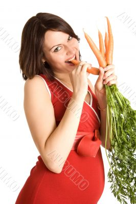21 weeks happy pregnant woman with fresh carrots
