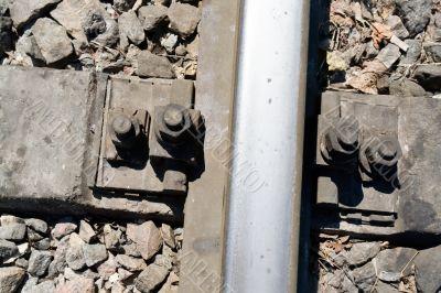 Fastening rails to the crosstie