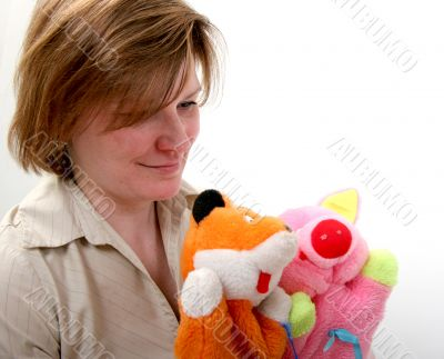 woman show the puppet theater