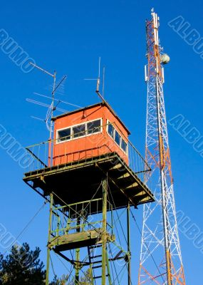 look-out station and mobile communications tower