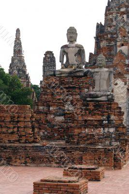 Buddhas and pagoda