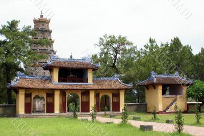 Inner yard of Thien Mu