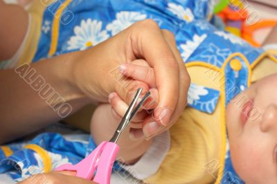 Babie`s cutting finger-nail