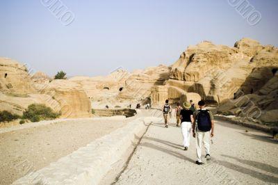 Walking though big sik in Petra
