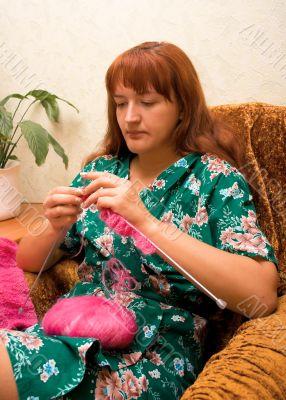 women knits on spokes 2