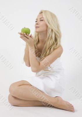 pretty woman holding an apple