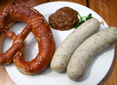 Bavarian veal sausage -Weisswurst- with Pretzel