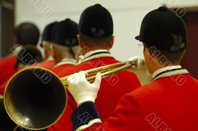 back view of musicians playing on hunting horns