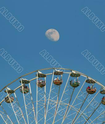 Big Ferris wheel in front of the moon