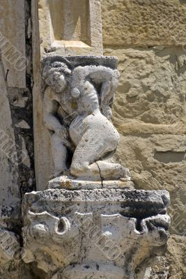 Amatrice - Statue on the facade of Sant`Agostino church