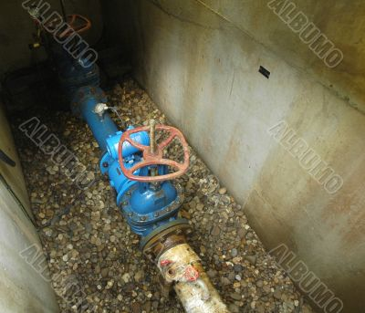A water pipe and valve