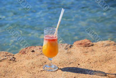 fresh juice orange and papaya on the beach of the sea_3