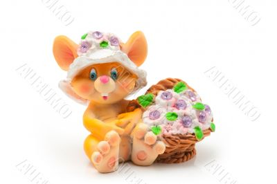 Sitting mouse with basket of flowers
