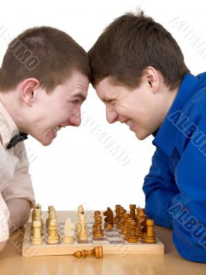 Mans to play chess