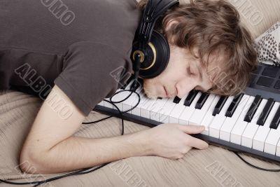Man asleep on the MIDI-keyboard