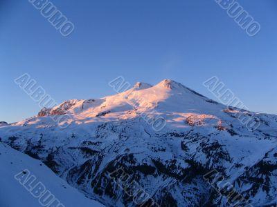 Elbrus in beams of the coming sun