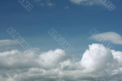 Bautiful Wispy Clouds Background